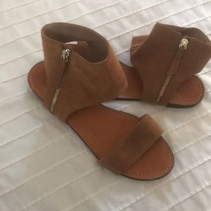 Vince Camuto Sandals Sz 9, in excellent condition!